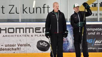 EHCO-Trainer Bengt-Ake Gustafsson (l.) sieht dem Saisonstart in rund drei Wochen positiv entgegen.