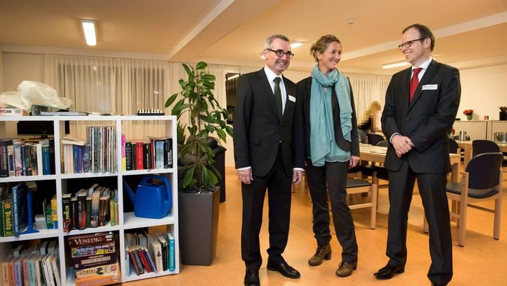 Der neue CEO Markus Gautschi, Regierungsrätin Susanne Hochuli und Chefarzt Urs Hepp im Aufenthaltsraum