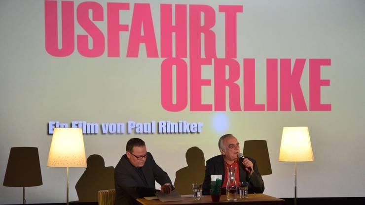 Regisseur Paul Riniker (rechts) im Gespräch mit Moderator Andreas Gnädinger im Kino Cinepol in Sins. ES