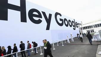 """Der Technologiekonzern Google kommt mit der Übernahme der Fossil-Entwicklungsabteilung zu Know-how über """"Smartwatches"""". (Archivbild)"""