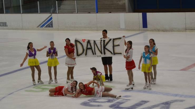 Eissportler sagten «Danke» für die Wiedereröffnung der Eisbahn. be
