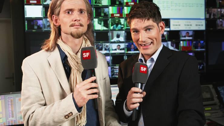 Vielseitig: Der Schauspieler und Parodist David Bröckelmann (rechts) hat viele Gesichter – hier arbeitet er mit seinem eigenen. zvg/SF Heinz Stucki