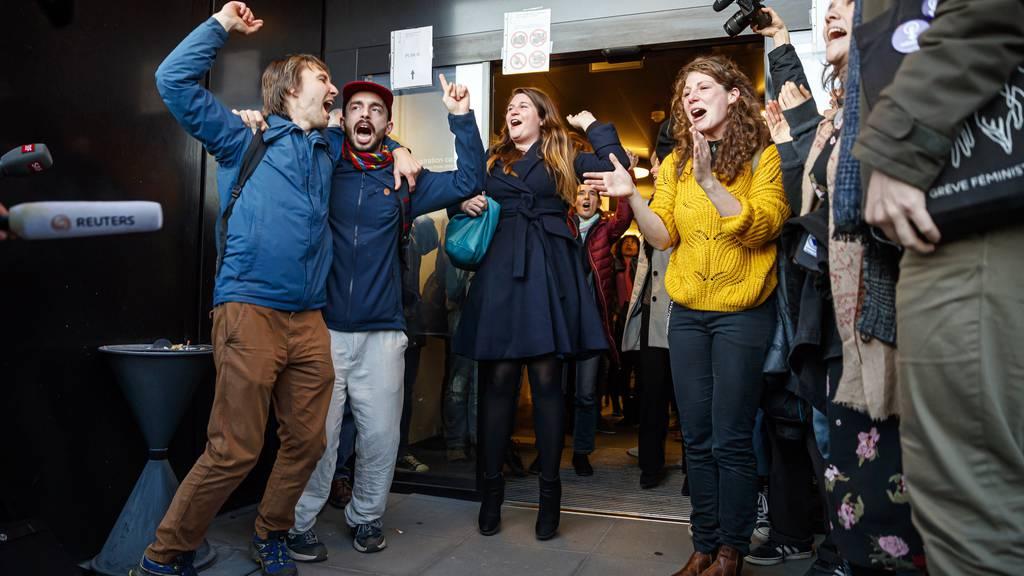 Klima-Aktivisten feierten am Montagabend den Freispruch.