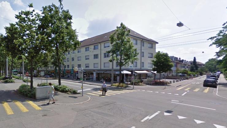 Die Frau wurde auf einem Fussgängerstreifen auf der Bäumlihofstrasse angefahren.
