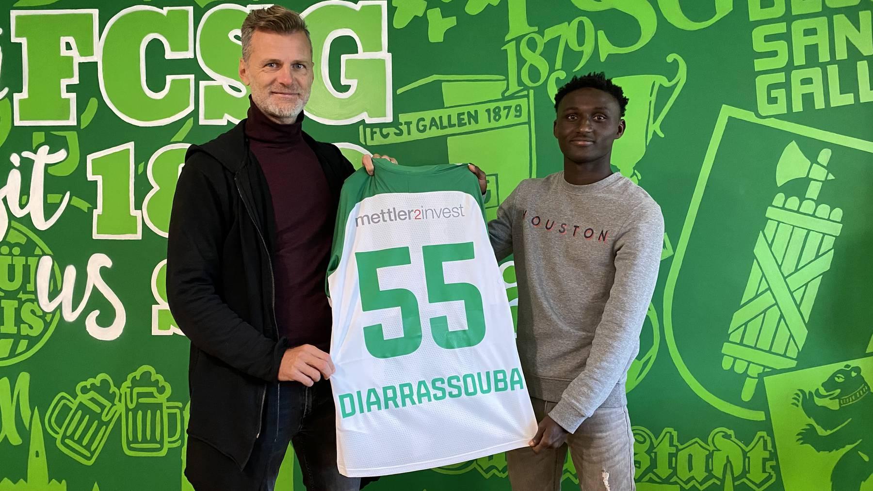FCSG-Sportchef Alain Sutter mit Salifou Diarrassouba