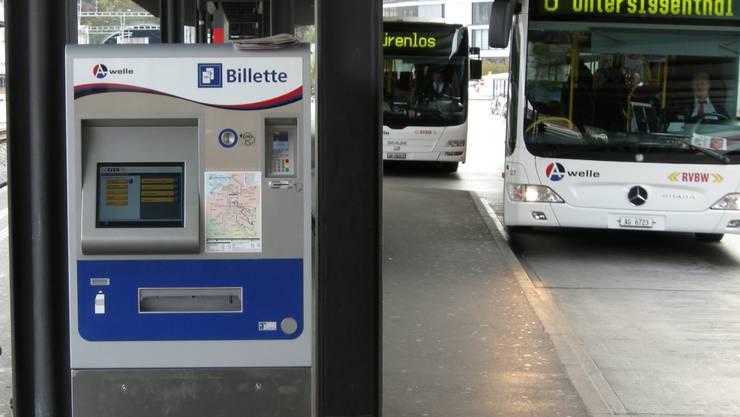 Bahnhof Baden: Beim Wechsel auf den integralen Tarifverbund mussten überall neue Automaten installiert werden. (BVU)