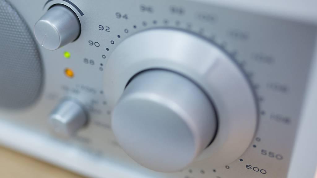Die UKW-Radios laufen jetzt doch noch bis Ende 2024. (Archivbild)