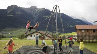 Vier von zehn Kindern haben keinen Zugang zu Spielplätzen. Die Konsequenzen dieses Mangels würden oft unterschätzt, warnt Pro Juventute (Symbolbild)