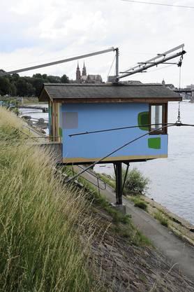 4 Fischerhäuser am Rhein wurden von Frederico Herrero umgemalt zu «Vibrantes» (2011)