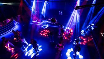 In Clubs oder Bars wird künftig öfter kontrolliert (Symbolbild)