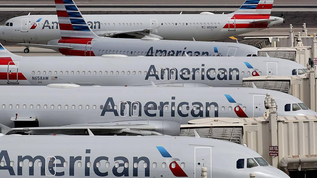 Der US-Fluggesellschaft American Airlines droht ein massiver Stellenabbau. (Archivbild)