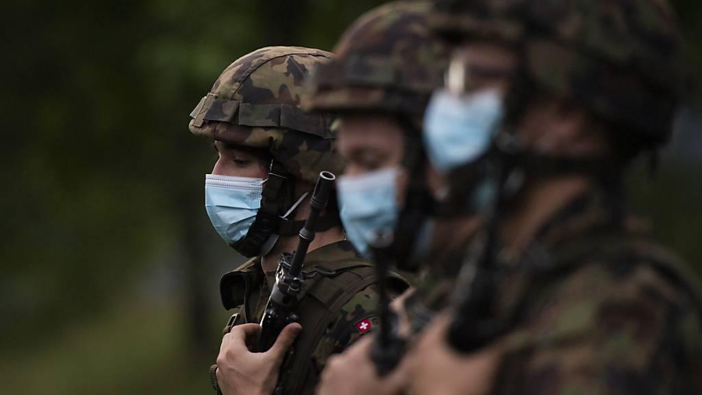 Soldaten mit Schutzmasken in Walenstadt SG. (Symbolbild)