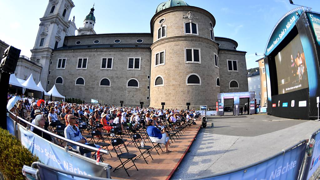 ARCHIV - Freiluft-Übertragung der Premiere der Oper «Elektra» von R. Strauss 2020 in Salzburg. Foto: Barbara Gindl/APA/dpa