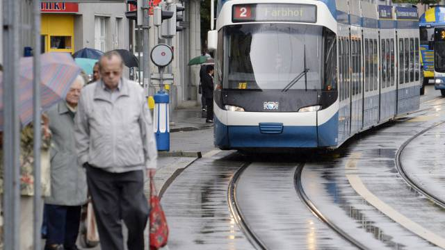 Tramlinie bei der Haltestelle Lindenplatz in Zürich (Symbolbild)