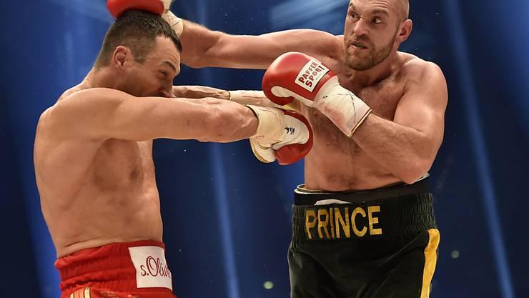 Schwergewichts-Weltmeister Tyson Fury (rechts) steht vor dem Rückkampf gegen Wladimir Klitschko (links) auch ausserhalb des Rings unter Druck