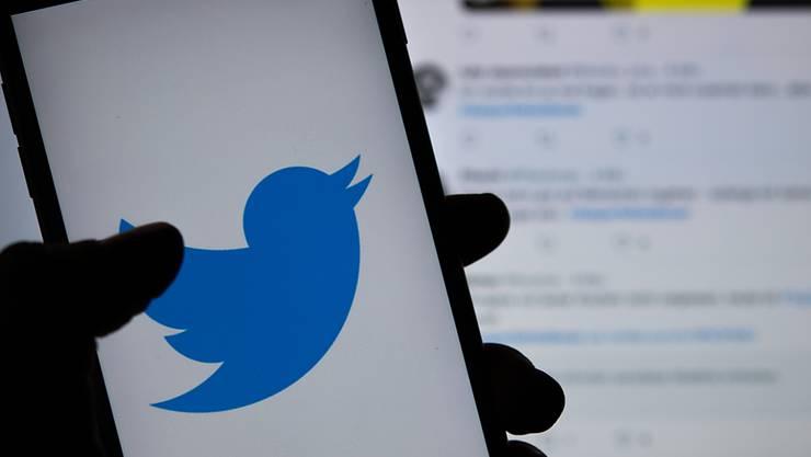 Die US-Justiz hat drei Verdächtigen illegale Spionage für die saudi-arabische Regierung im Kurzbotschaftendienst Twitter vorgeworfen. (Archivbild)