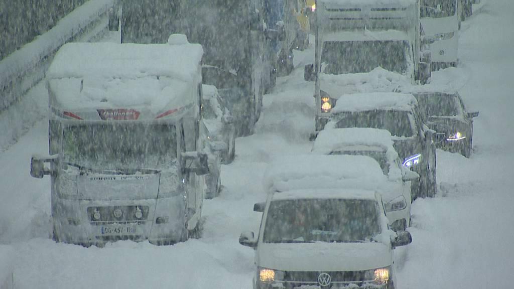 Wintereinbruch sorgt in Zentralschweiz für Verkehrschaos