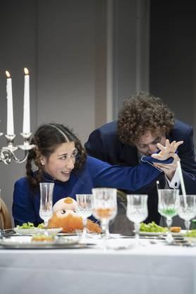 Tatjana Sebben in der Rolle der unschuldig-hinterhältigen sechsjährigen Esther in «Victor oder die Kinder an der Macht».