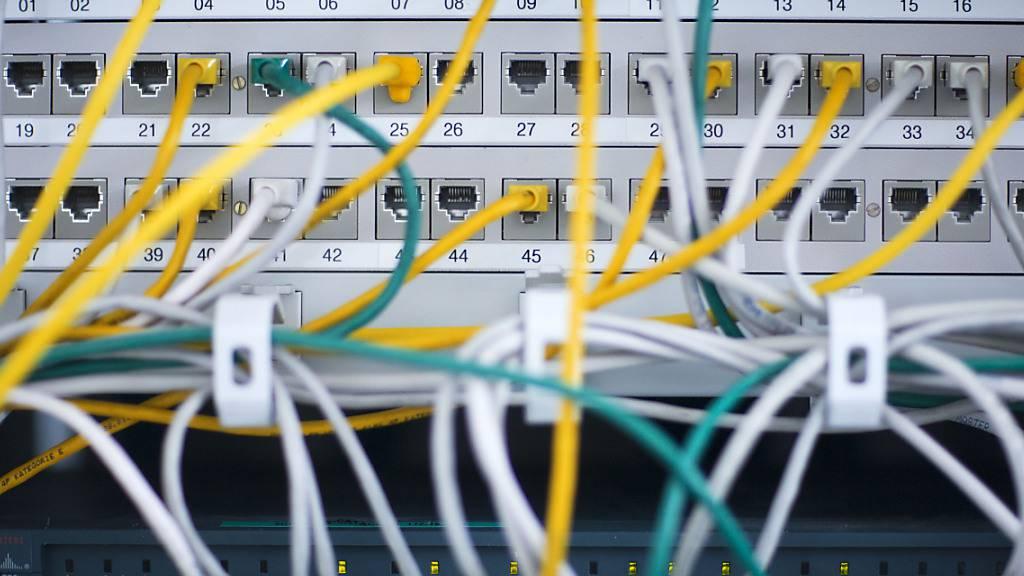Ein neues Gesetz über die digitale Verwaltung in Glarus enthält ein Obligatorium zur Nutzung des digitalen Kanals, statt Papier. (Symbolbild)