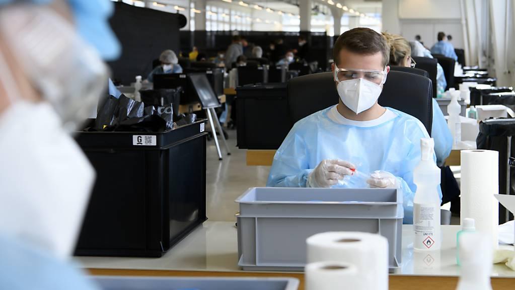 In Graubünden werden über 40'000 Personen wöchentlich auf das Coronavirus getestet. Das zeigt Wirkung. (Symbolbild)