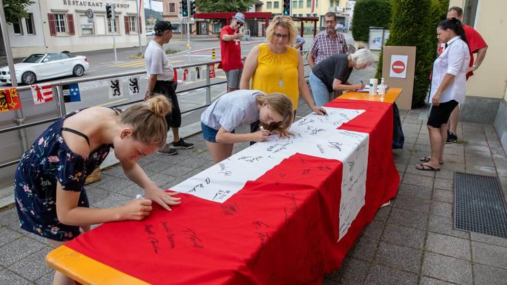 Wangen bei Olten lud am 1.-August zum Unterschreiben einer Fahne.