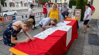 Fahne unterschreiben in Wangen bei Olten