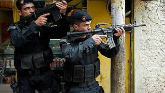 Gewalt herrscht in den Strassen Rios (Symbolbild)