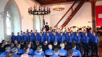 Die neuen Polizisten werden auf Schloss Lenzburg vereidigt