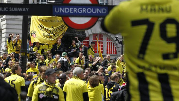 BVB-Fans am Piccadilly Circus