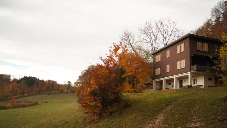 Das «Haselhaus» steht in der Landwirtschaftszone und teilweise im Naturschutzgebiet. Es wurde 1931 bis 1933 gebaut.