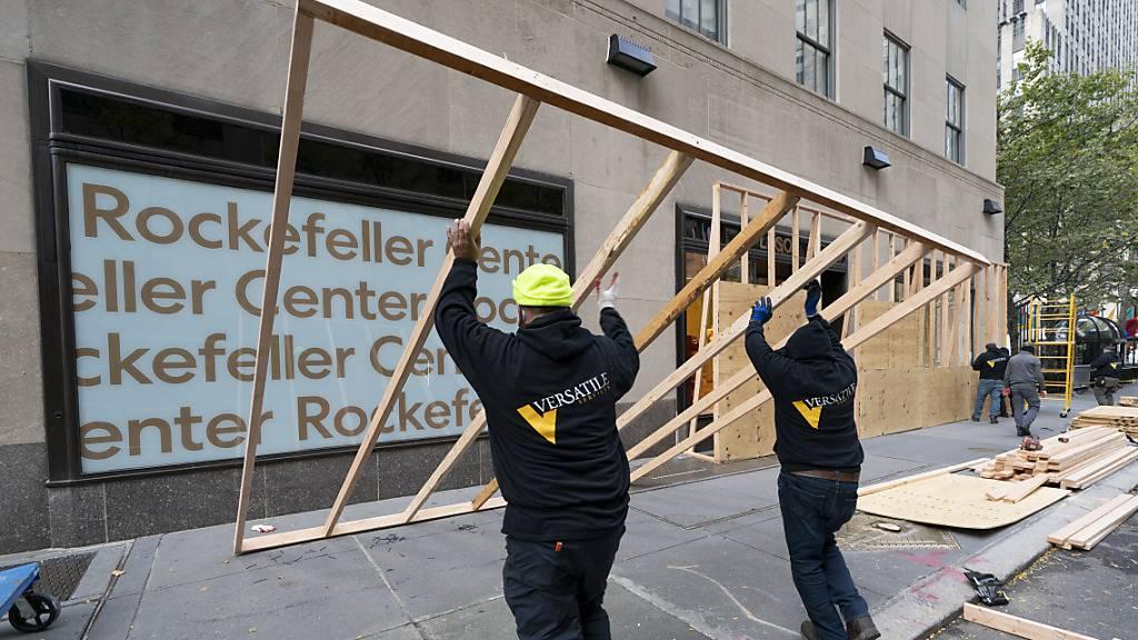 Absperrungen und Polizei: New York bereitet sich auf Wahltag vor