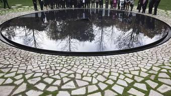 Einweihung des Denkmals für die von den Nazis ermordeten Roma und Sinti