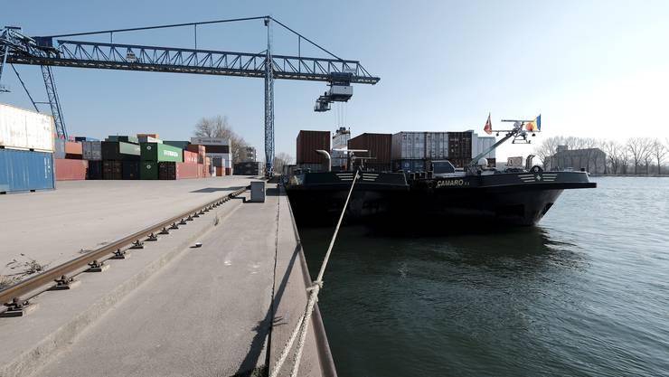 Die Schweizerischen Rheinhäfen stossen ihre Beteiligung am Weiler Hafen ab.