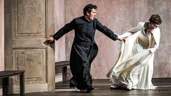 Sie können nicht voneinander lassen: Der Chevalier des Grieux (Piotr Bezcała) und Manon (Elsa Dreisig).