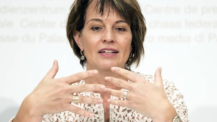 Doris Leuthard zeigt an der Medienkonferenz Emotionen.