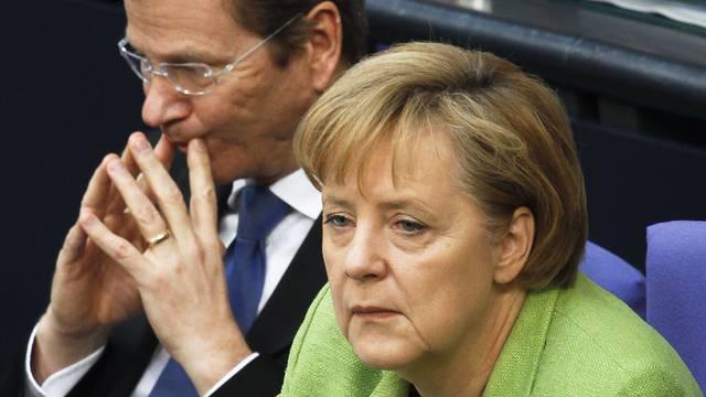 Merkel und Westerwelle kündigen Sparkurs an (Archiv)