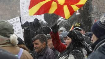 Die Gegner des Namenswechsels für ihr Land haben sich nicht durchgesetzt. Das Parlament hiess den neuen Landesnamen Nord-Mazedonien mit der nötigen Zweidrittelsmehrheit gut.