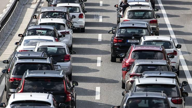 Die Zahl der in der Schweiz und Liechtenstein neu zugelassenen Autos im April wieder deutlich angestiegen. (Archivbild)