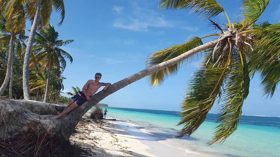 Tim auf seinem Christbaum - schöne Ferien!