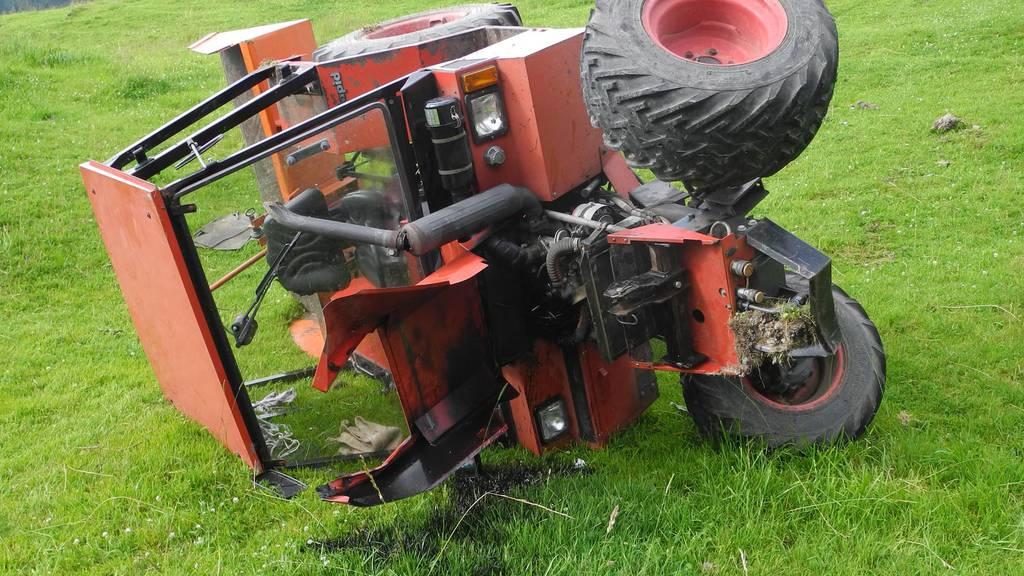 Traktor überschlagen – 90-Jähriger schwer verletzt