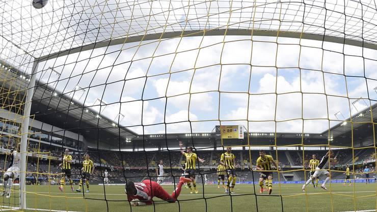 Senger erzielt das 0:1 für den FC Aarau.