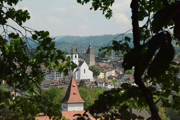Die Aussicht vom Rebhäuschen auf die Altstadt Aarau