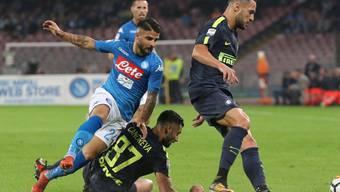Hart umkämpft, aber ohne Sieger: der Spitzenkampf der Serie A zwischen Napoli (in hellblau) und Inter Mailand endet torlos