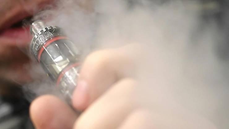 Im Kanton Zürich soll für E-Zigaretten ein Verkaufsverbot an Jugendliche gelten. (Symbolbild)
