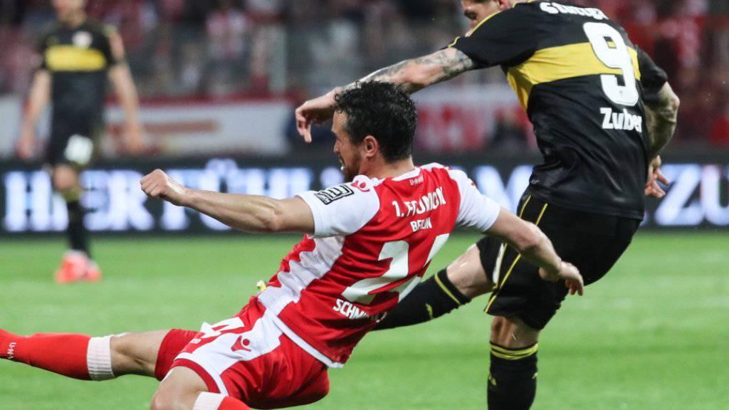 Steven Zuber zieht ab - und scheitert mit seinem Schuss an Union-Goalie Rafal Gikiewicz
