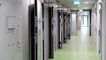 Am Sonntag wurde ein Häftling leblos in einer der Zellen in der JVA aufgefunden. (Archiv)