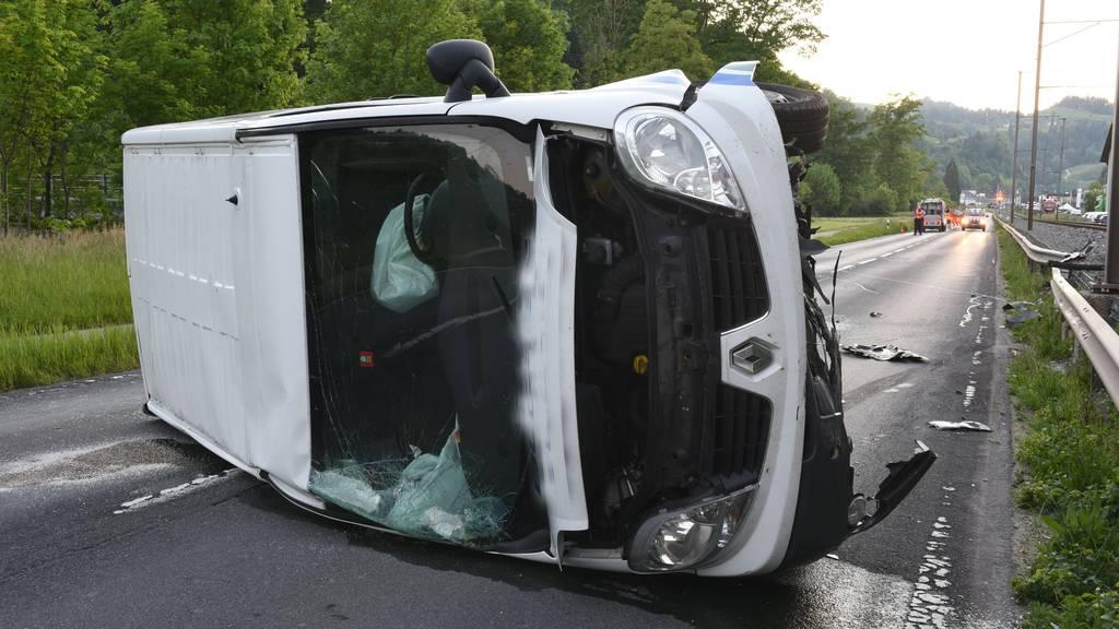 1,66 Promille intus: Betrunkener kippte mit Lieferwagen