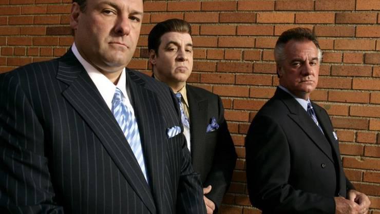 """Drei Darsteller aus der TV-Serie """"Die Sopranos"""": v.l.  James Gandolfini (2013 gest.) , Steven Van Zandt und Tony Sirico. Ein Teil der Crew soll auch in einer geplanten Leinwand-Version mitspielen. (Archivbild)"""