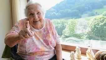Die 88-jährige Ida Zulliger hat ihren Humor nicht verloren und sagt: «Ich bin kontaktfreudig und gehe auf die Leute zu.»