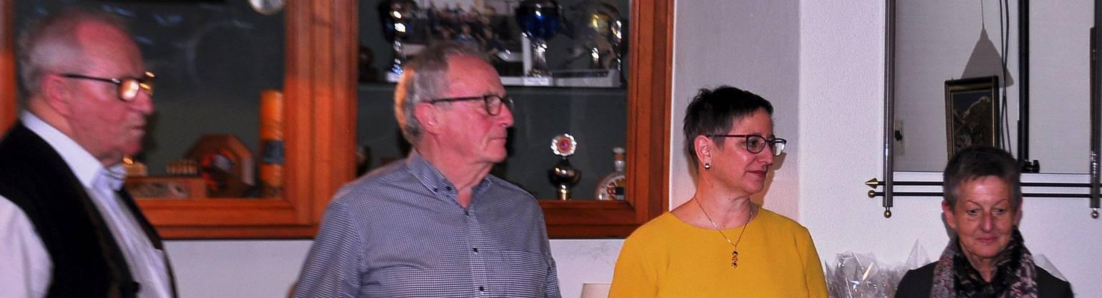 Die Fahnenpaten: von links Charles Leclerc, Hugo Kissling, Franziska Wyss und Ruth Nützi.